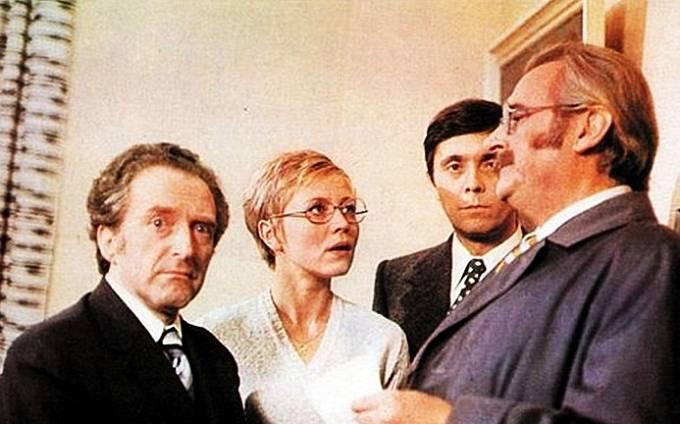 Jiří Hálek, Jaroslava Obermaierová, Josef Abrhám a Jiří Sovák v komedii Marečku, podejte mi pero