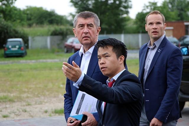 Při kampani k EET zavítal Andrej Babiš také do vietnamské tržnice Sapa.