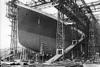 Příď Titanicu při stavbě v loděnicích
