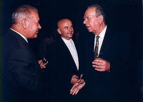 Jako předseda sněmovny v roce 1995 při návštěvě Horáckého divadla v Jihlavě; zleva režisér Karel Brynda a herec Bořivoj Navrátil