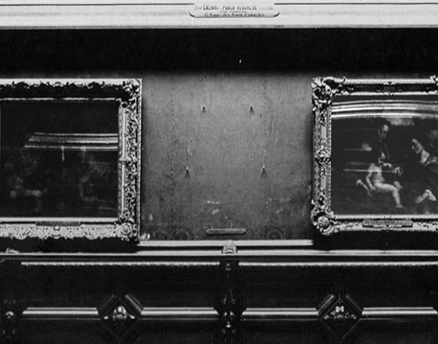 Prázdné místo po Moně Lise vLouvru vroce 1911