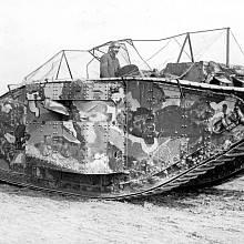 Jeden z prvních tanků nasazených v září 1916