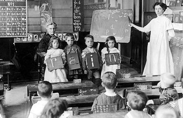 Učitelka musela volit mezi svou profesí a rodinou.