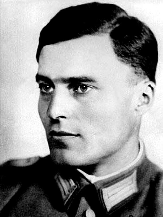 Původce atentátu na Hitlera plukovník Claus Schenk von Stauffenberg