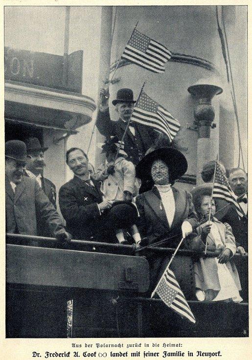 Frederick Cook se svou dcerou z druhého manželství při oslavách dobytí pólu
