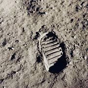 první lidská stopa na luně