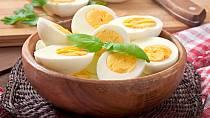 Vejce jsou plná potřebných vitamínů a stopových prvků.