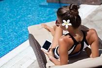 Když dovolená, tak v penzionu s wi-fi a s bazénem. Ilustrační foto.