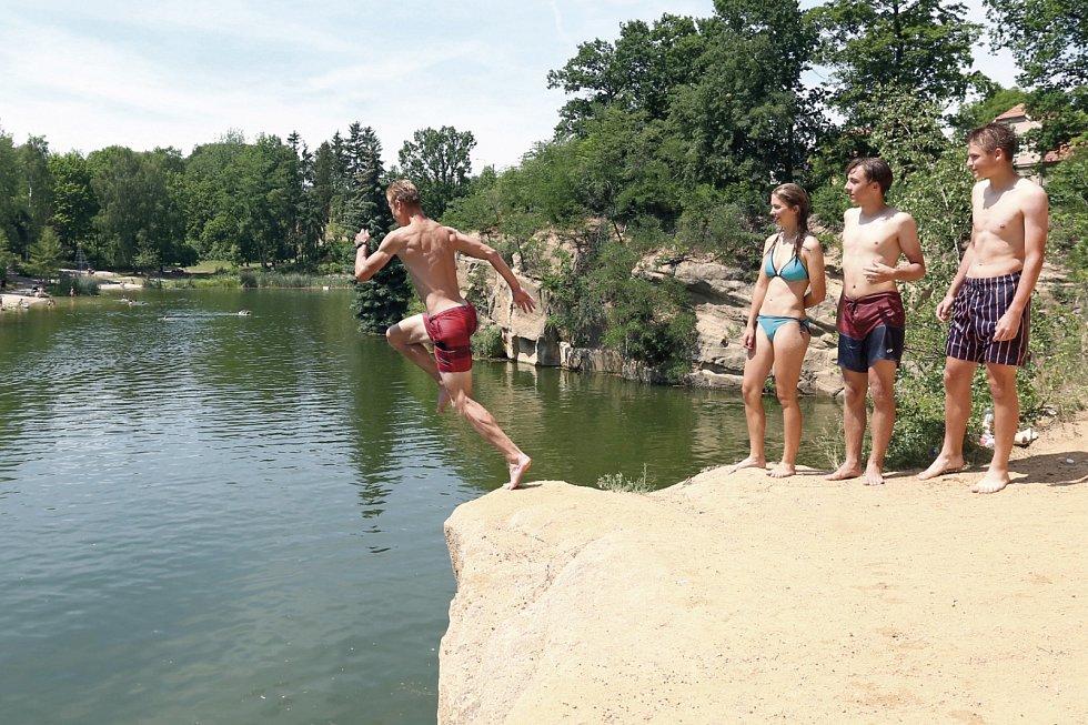 Skoky do vody. Ilustrační foto.