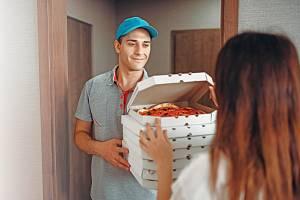 Rozvoz jídla. Ilustrační foto.