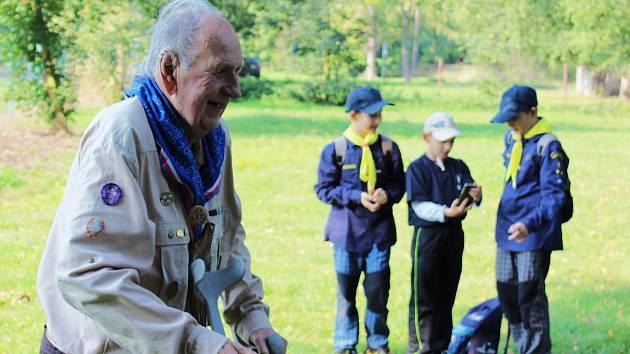 """Stanislav Procházka byl legendou lounských skautů. """"Ve skautu jsem v Lounech už od roku 1935,"""" vzpomínal před pár lety. Začalo se mu mimo jiné přezdívat také Nejmladší vlče."""