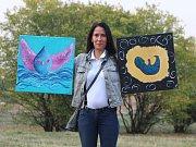 Alena Bojtarová ze Žatce se svými obrazy, které vystaví ve Dvoře U Svatého Jakuba.