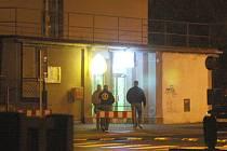 Kvůli koncertu údajných skinheadů v žateckém Lidovém domě jsou od sobotního večera v pohotovosti desítky státních i městských policistů.