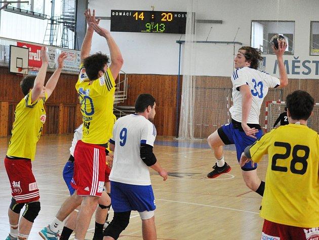 Utkání Loun (v bílém) proti Dukle Praha B