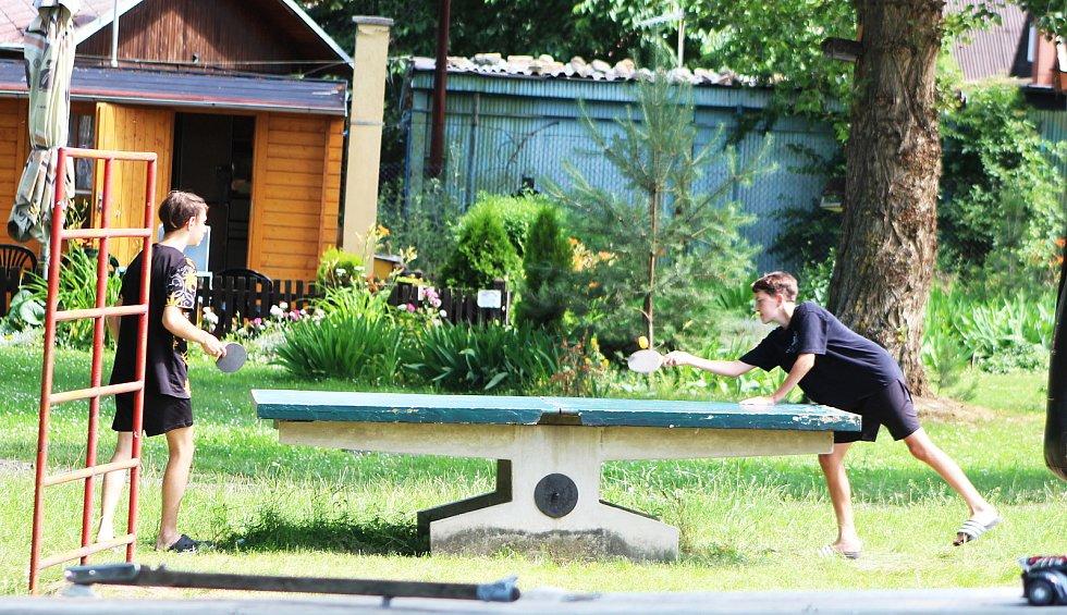 Kempy na Nechranické přehradě lákaly během prodlouženého víkendu řadu návštěvníků.