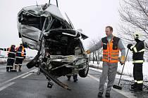 Tragická srážka dodávky a osobního vozu u Panenského Týnce, při které v pátek 4. února ráno zemřel jeden člověk
