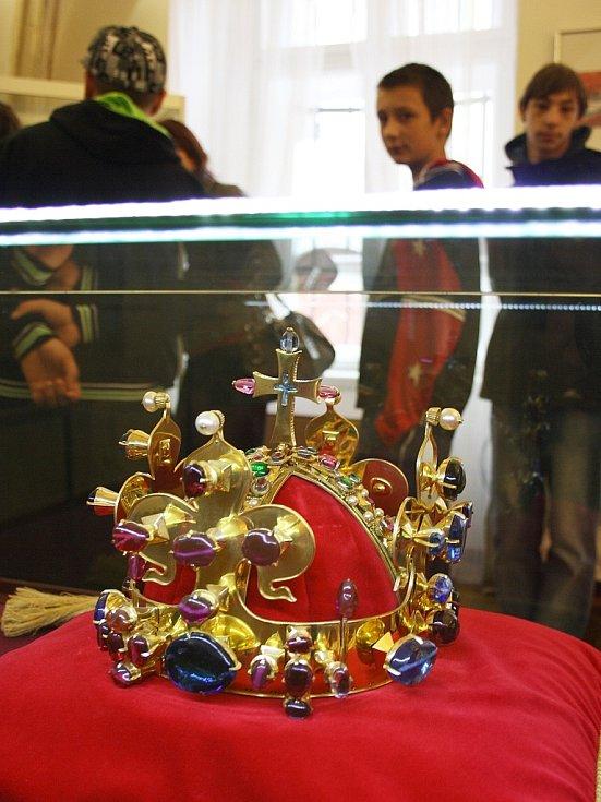 Kopie Svatováclavské koruny je na několik dní hostem v Lounech