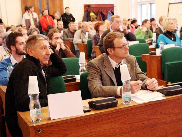 Zastupitelé vLounech na archivním snímku. Vlevo vpředu je Jan Růžek.
