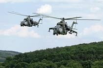 Dvojice vrtulníků Mi-24