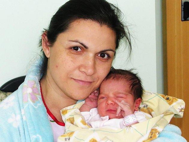 Lence Demeterové ze Žatce se 18. dubna 2011 v 8:43 hodin v žatecké porodnici narodila dcera Nelly Marie Divišová. Vážila 3,46 kg, měřila 49 centimetrů.