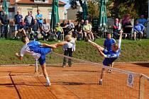 ŽATEC (vpravo) úvodní domácí duel, z něhož je snímek, vyhrál. Poradit si se Startem dokázal i v pražské odvetě.