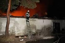 Požár skladů papíru v Kystře