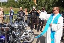 Spanilá jízda účastníků motosrazu v Lounech do Dolního Ročova