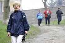 Účastníci pochodu 166 000 stop krajem Lučanů v Černčicích. Archivní foto