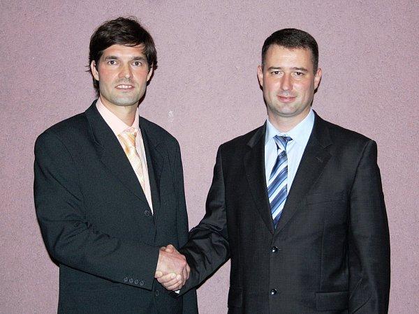 Nový žatecký starosta Aleš Jelínek (Svobodní, vpravo) a jeho zástupce Miroslav Šramota (ČSSD)