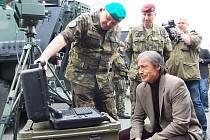Ministr obrany Martin Stropnický na inspekci 4. brigády rychlého nasazení v Žatci