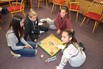 Žatecká radnice připravila pro děti ze stávkujících škol náhradní program od 6 do 17 hodin v divadle. Aktivit se zúčastnilo kolem čtyřicítky dětí.