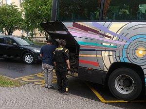 Cestující si často stěžují na stav autobusů