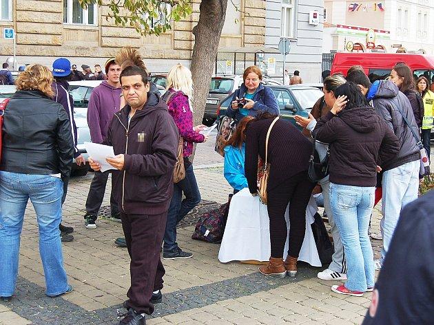 Žatečtí studenti uspořádali protestní mítink proti vzrůstajícímu pravicovému extremismu.