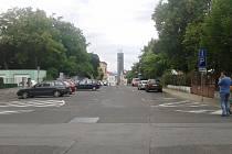 Jednosměrka ve spodní části Vrchlického ulice v Žatci se posune až za vchod do letního kina.