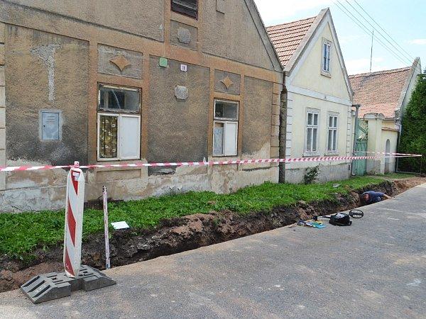 Záchranný archeologický výzkum na stavbě vodovodu ve Stekníku na Žatecku
