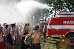 Za osvěžení v extrémním vedru byli návštěvníci v pátek hasičům pořádně vděční