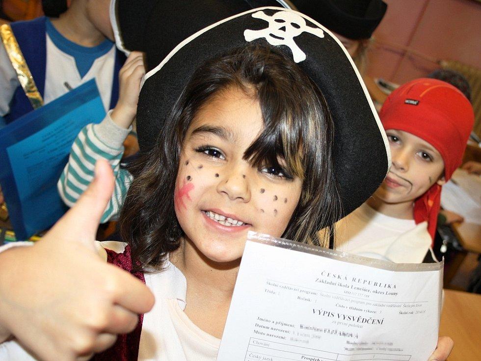 Prvňáčci v ZŠ Lenešice dostali vysvědčení a ještě si stihli zahrát na piráty.