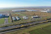 Letecká fotografie Triangle City pořízená směrem od dálnice D7.