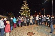 K akci Česko zpívá koledy se připojili i v Lubenci. Sešlo se tam 46 lidí