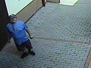 Na kamerovém záznamu je muž, který se v inkriminovanou dobu pohyboval na místě činu.