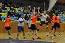 Louny (v bílém) mají třetí výhru v řadě a navíc porazily neoblíbenou Mladou Boleslav.