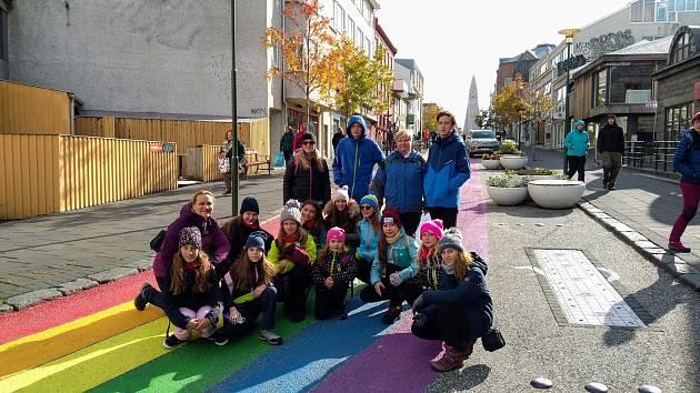 Dětský pěvecký sbor Blecha vystupoval na Islandu pro české krajany.