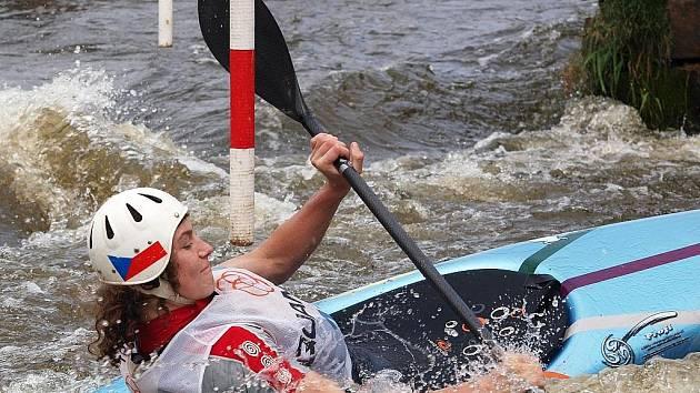 Teprve patnáctiletý Vojtěch Petříček z Lokomotivy Žatec vyhrál o víkendu na kajaku oba dorostenecké závody  v Kadani, mezi muži skončil na druhém a pátém místě.
