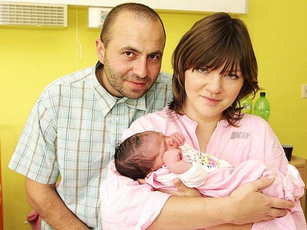 Leoně Vasilencové a Davidovi Zemanovi z Podbořan se 22. září v 8:48 hodin v Kadani narodila dcera Nelly Zemanová. Váha 3,71 kg, míra 51 cm.