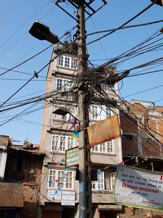 Tak se rozvádí elektrický proud v hlavním městě Nepálu, milionovém Káthmandú