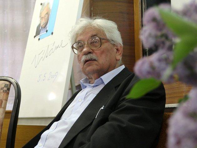 Spisovatel Ludvík Vaculík na besedě v Žatci.