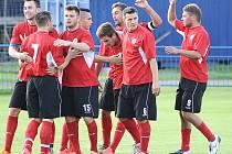 Fotbalisté Dobroměřic se na archivním snímku radují z gólu.