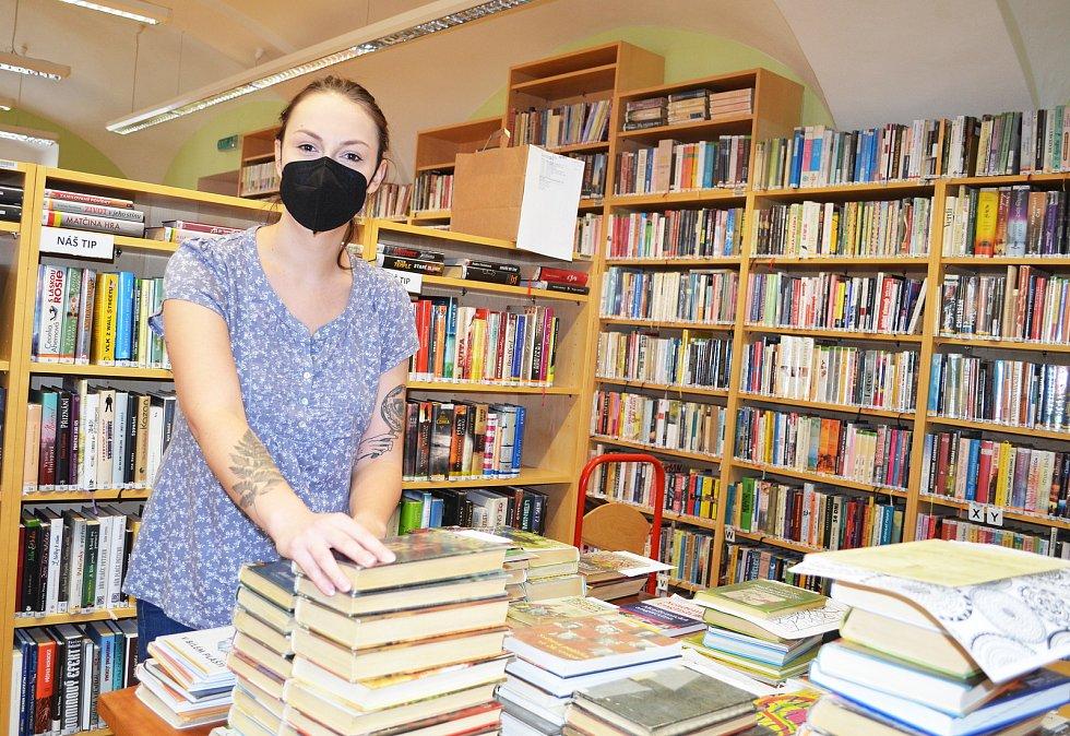 Příprava knížek pro čtenáře podle jejich objednávek.