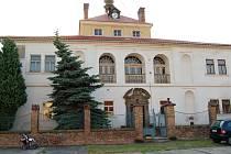 Zámek v Pátku nad Ohří na archivním snímku