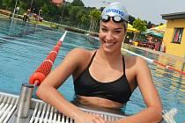 Mistryně ČR v plavání Lucie Svěcená z Lipence se v těchto dnech připravuje na vrchol sezony na žateckém koupališti